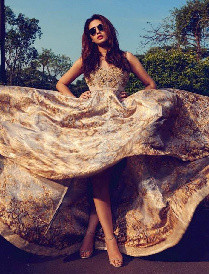 huma-qureshi-photoshoot-for-filmfare-magazine-april-2015- (1)