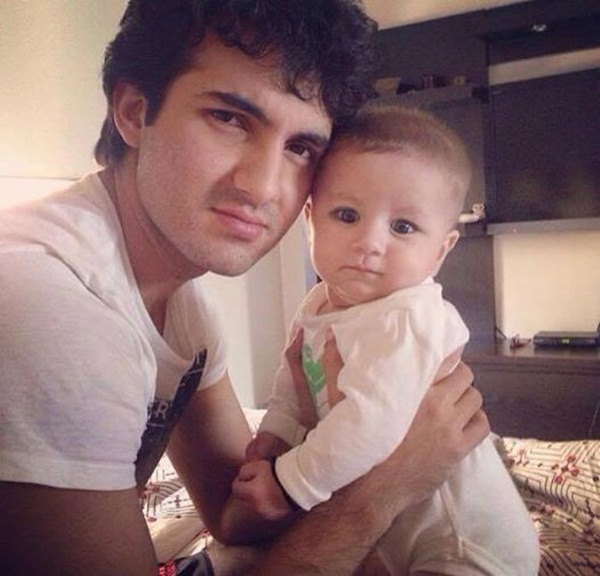 syra-and-shehroz-latest-photos-with-daughter-nooreh- (1)