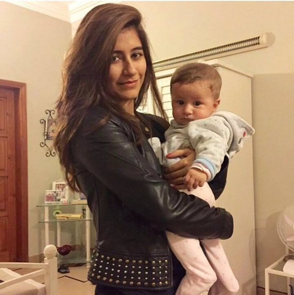 syra-and-shehroz-latest-photos-with-daughter-nooreh- (2)