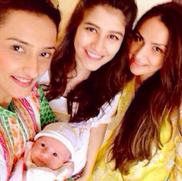 syra-and-shehroz-latest-photos-with-daughter-nooreh- (11)