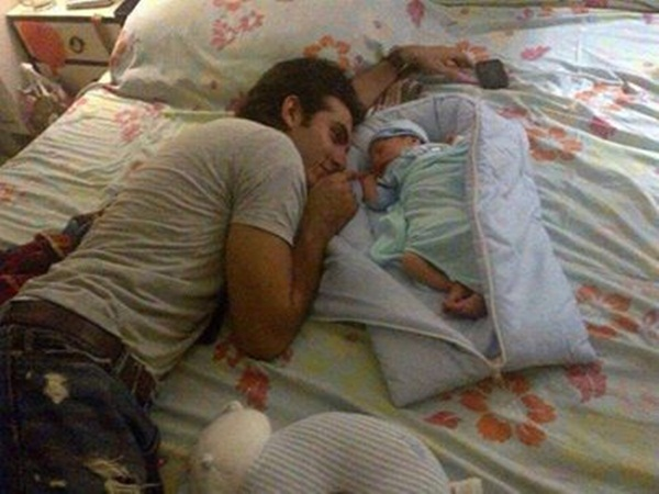 syra-and-shehroz-latest-photos-with-daughter-nooreh- (14)