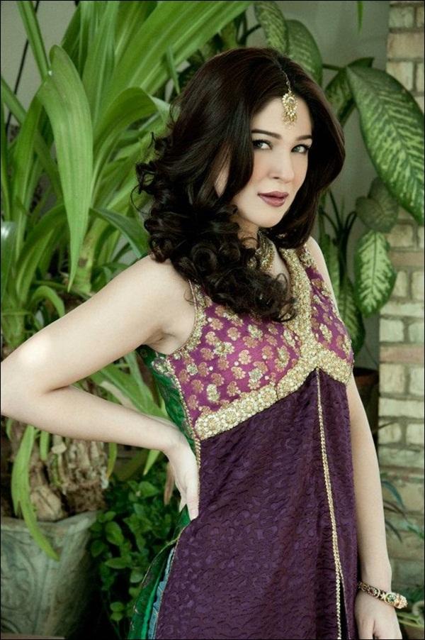 ayesha-omer-bridal-photoshoot- (2)