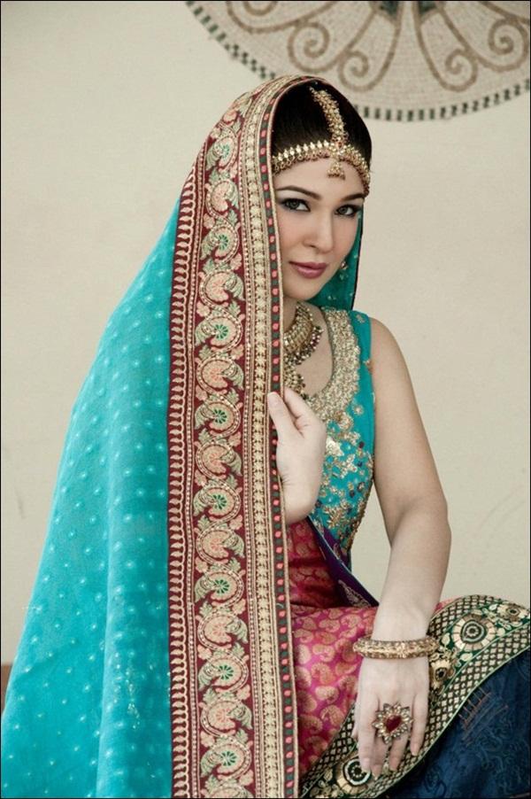 ayesha-omer-bridal-photoshoot- (4)