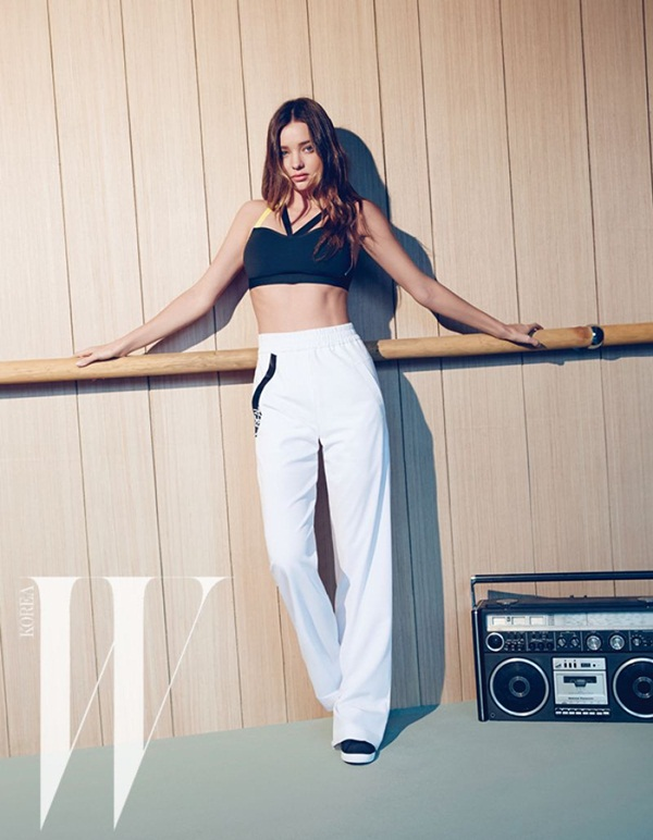 miranda-kerr-photoshoot-for-w-magazine-korea-june-2015- (3)