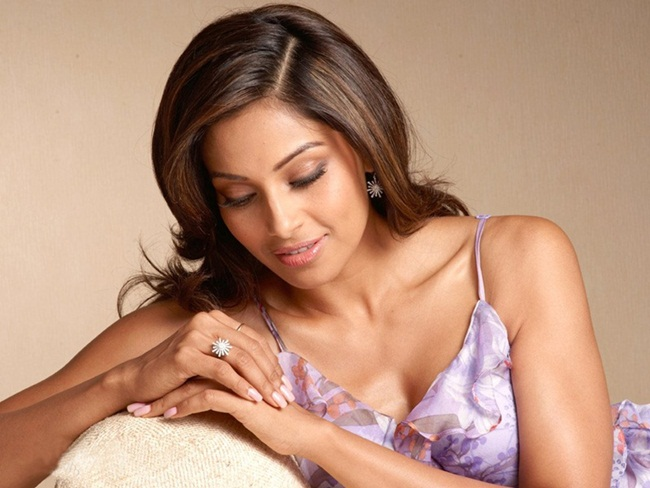 secret-beauty-tips-of-bipasha-basu- (1)