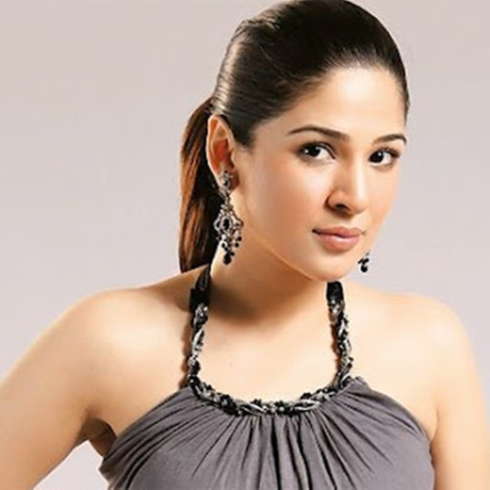ayesha-omer-photos- (13)